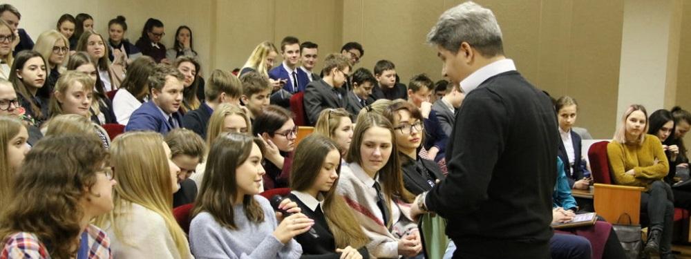ACET Belarus' Yuri leading an education session